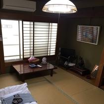 【全室冷暖房完備】新しさはございませんが、ごゆっくりお寛ぎくださいませ。