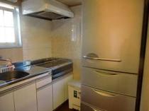 Atticキッチン 大型冷蔵庫・IHクッキングヒーター・調理用具は完備。