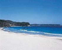 徒歩5分の入田浜、静かな美しいビーチです。