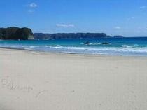 春の陽気の入田浜です。海の色が変わってきました。