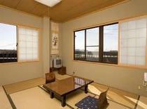 海に面した和室10畳は明るいお部屋