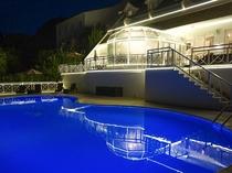 【屋外プール】夜はライトアップ♪