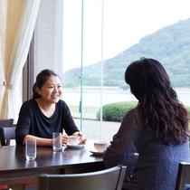 【館内】レストラン/菊ヶ浜の海を一望!会話も弾みます♪