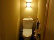 共用のトイレ (ウォシュレット付き)