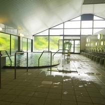 *【女性/大浴場】明るく広々とした大浴場。
