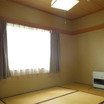 *コテージ6人棟一例/洋室の他に和室もあり。布団を敷いてお休み下さい。