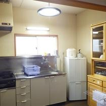 *コテージ6人棟一例/軽いお料理にも便利なミニキッチン付きです。