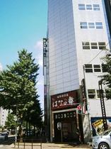 東側(左手)へお進みいただくと右手にアパホテルTKP札幌駅前がございます
