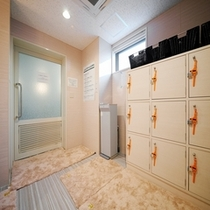 大浴場脱衣室①【スーパーホテル新宿歌舞伎町】