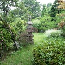 *庭園/*庭園/t当館自慢の日本庭園。季節の草花の景色をお楽しみ下さい!