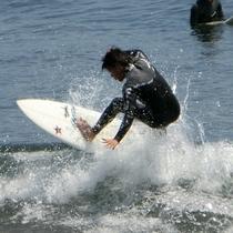 吉浜海岸では1年中サーフィンが楽しめる、サーファー絶賛のサーフィンスポット