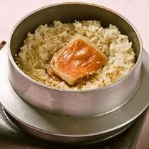 季節の釜飯【写真は金目鯛の釜飯】時期により釜飯の内容が異なります。