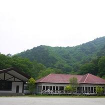 *外観/日本百名山の一つ、みずがき山の麓にある自然豊かな環境。