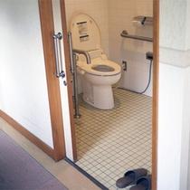 *館内/トイレは共同利用となります。バリアフリー設計のウォシュレット付き。