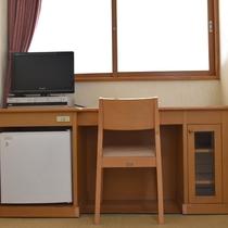 *客室一例/テレビの置き台が新しくなりました。