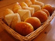 評判の焼きたてパン