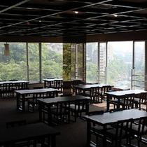 鬼怒川の絶景を望める展望ラウンジ