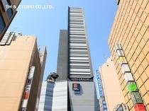 【外観】新宿駅東口より徒歩5分。ゴジラがお目見えです!!