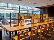 【1階ボンサルーテKABUKI】カウンター席もあります。
