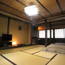 *【新館客室】黒を基調とした民芸調の落ち着いた雰囲気のお部屋