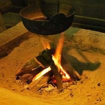 *温かい囲炉裏を囲み自慢の山里料理をご賞味下さい