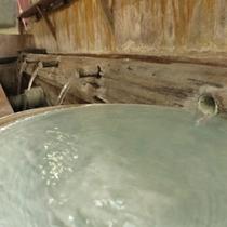 *【冷泉】源泉は13~14度。毎分2.160リットルの自然湧水です