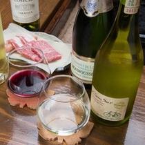 *ワインや日本酒など料理に合うお酒を取り揃えております