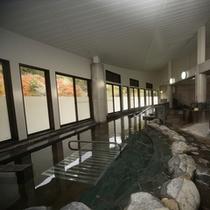大浴場/窓に沿う様な広々とした浴場。