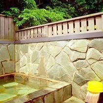 *【貸切露天風呂】開放的な空間で、ご入浴をお楽しみ頂けます。