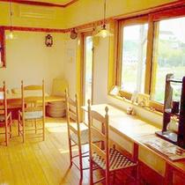 *【カフェ】のんびり流れる時間の中で、お寛ぎ頂ける空間となっております。