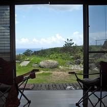 *リビングから眺めるお庭/日頃の喧騒を忘れ、のんびりと景色を眺める贅沢♪