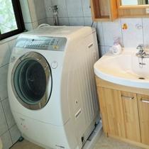 *ランドリー/使いやすいドラム型洗濯機。洗濯が多くても安心です。