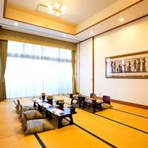 *【施設/お食事処】須川のせせらぎを聞きながら、お食事をどうぞ。