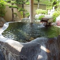 *【温泉】一枚岩の蔵王石をくり抜いた露天風呂は、当館の自慢!