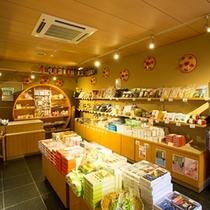 *【施設/土産物店】地元の名産品も揃っています。