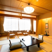 *【部屋】和室10畳/畳の香りがほのかに薫るお部屋でリラックス。
