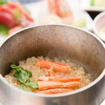 *【夕食一例/ご飯】ふっくら炊きあがった釜飯。