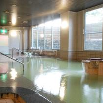 *【天沢の湯】焼石岳温泉は、肌がしっとりすることから美肌の湯ともいわれています。