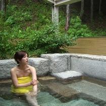 *【露天風呂】緑に囲まれた露天風呂はまさに「森林の中の温泉」です