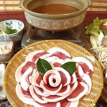 *【ぼたん鍋】猪肉を味噌で煮込んだお鍋。3種類のお鍋からお選びいただけます