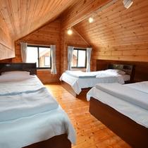 *2階のロフトにはベッドを完備。お子様に大人気♪