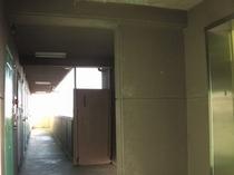 早朝の廊下
