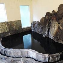 *【大浴場】旅の疲れを源泉かけ流しの温泉でリフレッシュしてください。