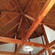 キャビンの天井
