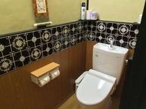 1階洋式トイレ(ウォシュレット完備)
