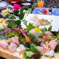 *お夕食一例(神海懐石コース)/白浜近海で水揚げされた新鮮な魚介類を豪華船盛で彩りました。