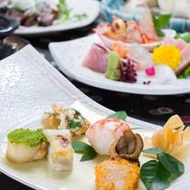 *お夕食一例(紀州コース)/ちょっぴり豪華な和会席料理。旬の素材にこだわった心づくしの品々が並びます。