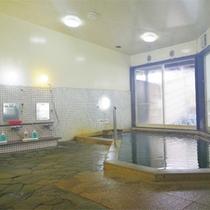 *大浴場/広々とした男女別大浴場。夜は23時まで、朝は6:30から入れます。