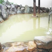 *露天風呂一例/源泉かけ流しの黄金色の温泉をお楽しみください!