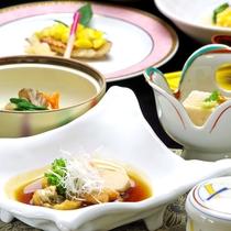 *当館のある東広島市には酒蔵が8社もあります。夕食の会席には旨い地酒がぴったり。